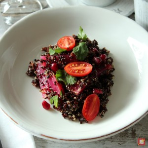 Quinoa with beets and tomatoes